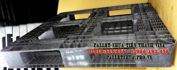 pallet-nhua-1100x1100x150mm-xam-vien-gach-3
