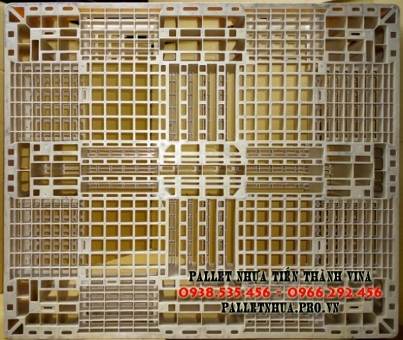 pallet-nhua-1100x1300x150mm-mau-trang-sua-1